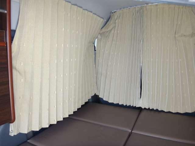 難燃素材のオーダー専用カーテンですので、品質やサイズに違和感がありません。