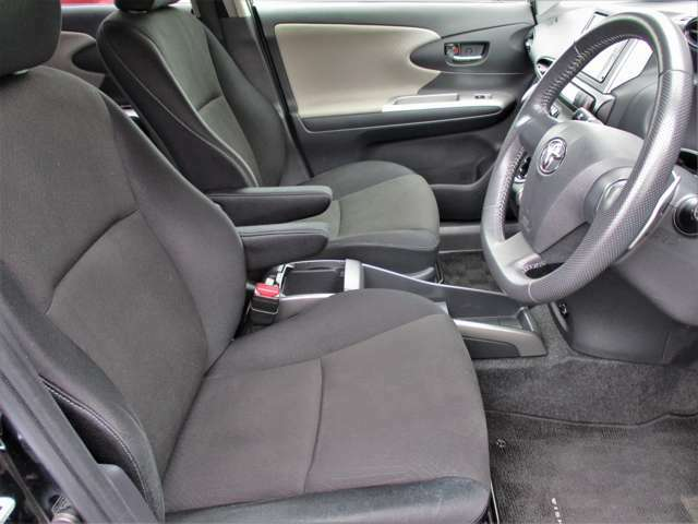 運転席、助手席の状態もとても良好です!!