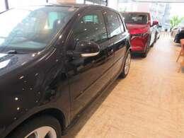 ユーザー買取車 人気のブラック HIDライト キーレス 純正17AW ストラーダHDDナビ ETC 程度良好です。