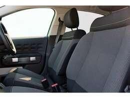 シンプルな素材のシート地。ベーシックカラーの中にアクセントカラーが効いていてさりげなくおしゃれ。