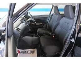 フロントシート周りです。シートまでしっかりクリーニング済み!