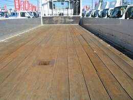 荷台木張り・三方開・内寸約620×211