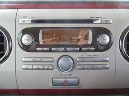 ドライブのお供はこれにお任せ!純正オーディオも装備されておりますのでお好みのCDを再生できます♪