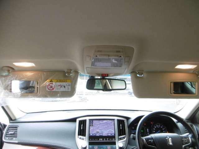 プリクラッシュレーダーブレーキ インテリジェントクリアランスソナー 17インチアルミホイール HIDヘッドライト