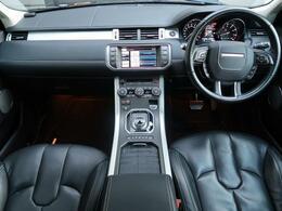 人気カラーのサントリーニブラックのイヴォークが入庫いたしました。内装色もブラックで統一しており。スタイリッシュな1台となっております。是非ご覧くださいませ。