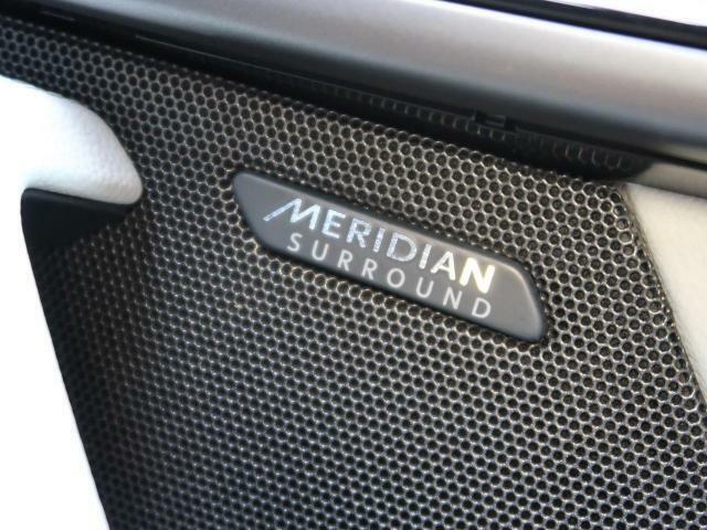 ◆MERIDIANサウンドシステム『英国のオーディオブランドMERIDIANと共同開発された専用サラウンドシステムにより臨場感あふれるサウンドで包み込まれる上質なオーディオ体験が堪能できます。』