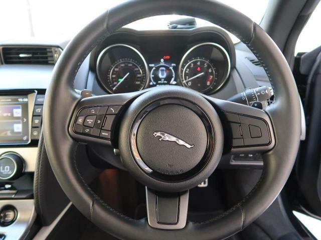 ジャガーランドローバーの認定中古車は、「安心」が標準装備です。さらなる安心の為、走行距離無制限の2年保証が標準付帯。更に24時間265日対応のロードサイドアシスタンスで充実したアフターをご提供します。