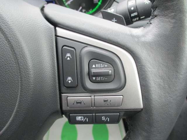 ☆パドルシフト☆ 指先だけの操作によって、ステアリングから手を離すことなく瞬時にシフトダウンが可能です。AT車でもマニュアル感覚を楽しむことができます。