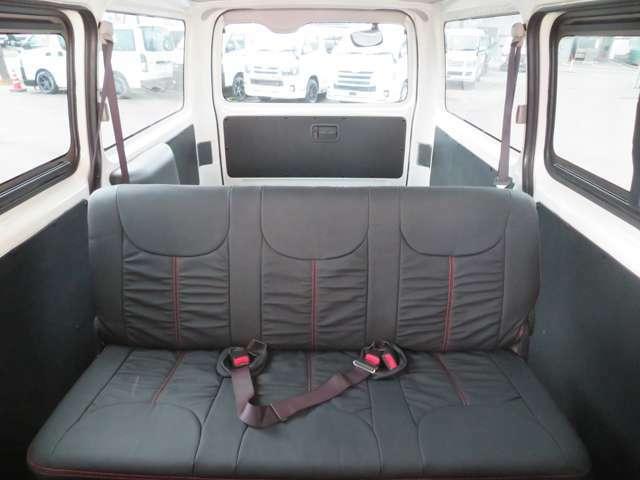 上質なブラックレザーシートカバーは、車内に高級な風を漂わせ、座り心地もワンランクアップの人気アイテムです!