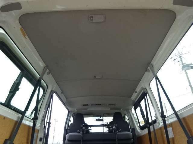 Wエアコン SDナビ ブルートゥース ビルトインETC 3列折畳みシート 9人乗り キーレス 2.0ガソリン オートマ