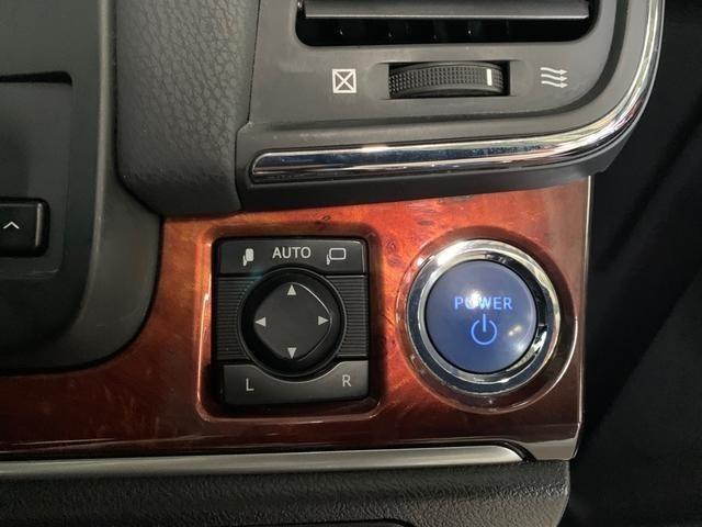 プッシュ式スターターですので、スマートキーを出すことなくドアの開閉やエンジンのスタートもできて便利です。