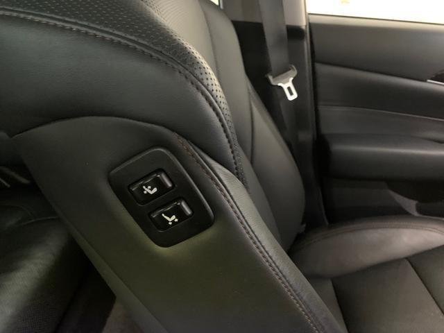 運転席に座りながら助手席のパワーシートが操作可能!