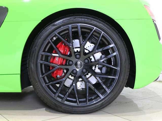 タイヤサイズは前245/30R/20 後305/3R/20