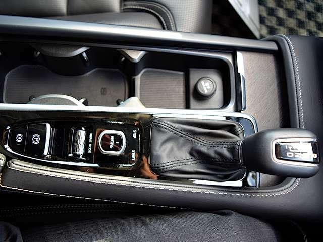 ◆MTモード付のシフトノブや飲み物ホルダーなどを配し、快適さを追求。4つから選べるドライブモードも楽々変更できます