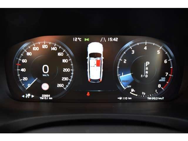 ◆見やすさを重視したドライバーディスプレイ。メーター間にはナビゲーションのほか、必要な情報が適宜表示されます