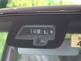 【デュアルセンサーブレーキ】追突事故の危険を察知して、衝突を回避、または被害を軽減します。その他に誤発進抑制機能やエマージェンシーストップシグナルや横滑防止装置も装備しています。
