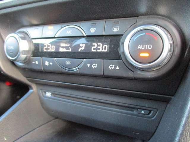 運転中の操作も簡単に出来る、オートエアコンです!