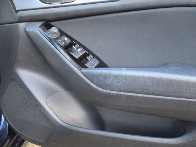 運転席、助手席ドアには、ドリンクホルダーがついています!