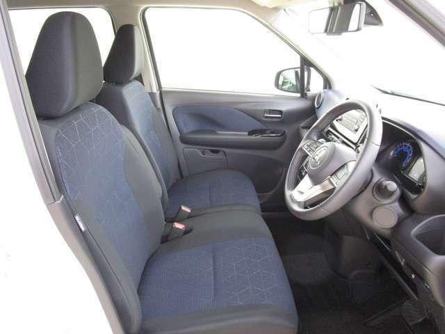 しっかりと体を支えて、ロングドライブの疲労を軽減するフロントシートです!