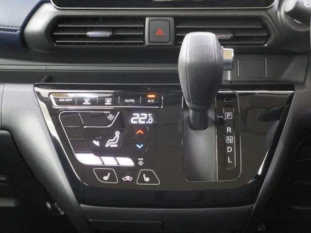 エアコンは、タッチスイッチによる軽快な操作が魅力のオートエアコンです!