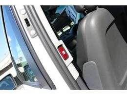 ワンタッチで重たいリヤドアの開閉が可能!運転席からも開閉は行えます!