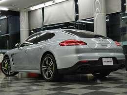 911ターボII20インチアルミホイール等豪華装備満載!!さらに便利なHDDナビ・地デジ・サラウンドビューカメラ・