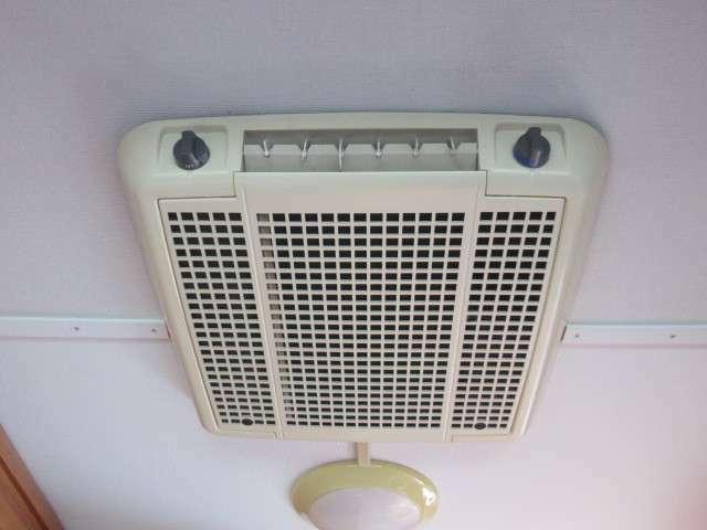 ルーフエアコン装備しております!発電機もしくは外部電源で使用可能です♪