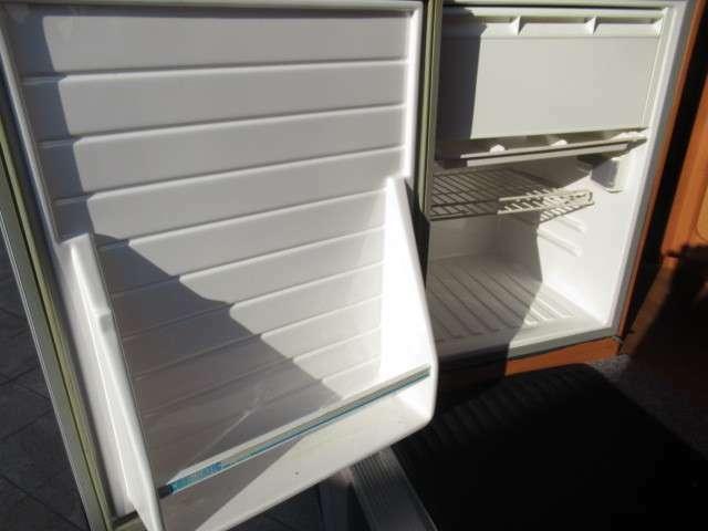 冷蔵庫は65リッター容量です!キャンピングカーには欠かせないアイテムですね♪