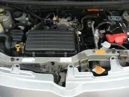 キレイなエンジンルーム(点検整備渡しで、しかも次回車検満了までオイル交換無料サービス付!!