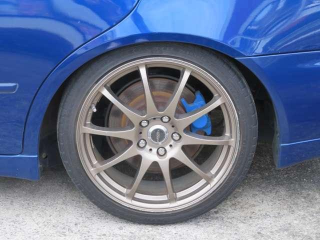 ☆社外のアルミホイールが装備されています。タイヤの溝もたっぷり!