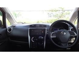 運転席も広々していて乗り心地がよい!視界も良く、車両感覚もつかみやすいため、狭い道でも安心です!