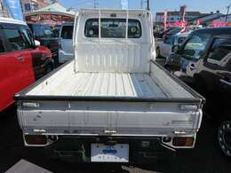 当社では新車・中古車の販売は勿論、整備・板金・保険とお車にかかわる事全般お請けしております。安心のカーライフをご提案しますので、ぜひ当社へお問い合わせ下さい♪