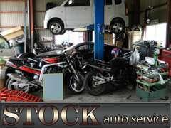 自社工場もございます♪全車安心の整備済み販売です♪当然、全車保証付きですので安心してお買い求め下さい♪