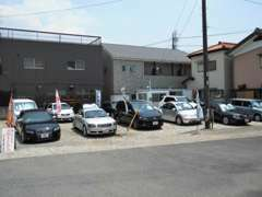 当店では、VOLKSWAGEN・AUDIをメインにBMW・MINI・欧州車全般、国産中古車など幅広くお車を扱っております。