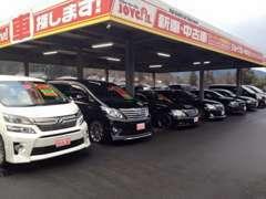 展示場は広々としていて、40台くらい置けます。軽から普通車まで色んなお車があるので、お気に入りの1台が見つかるかも!