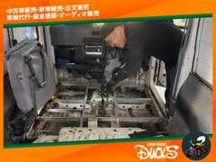 事故歴のあるお車でも、熟練スタッフが手作業で1台1台細かいところまで丁寧に仕上げております。実際に見てみてください!