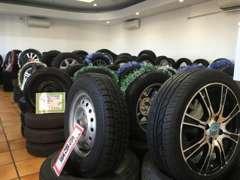 中古タイヤも大量在庫!お値段も格安です。新品タイヤもお安くご提供できますのでタイヤだけでもご相談下さい。