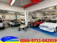 大切なお客様の旧車も安心してお預かりできる屋内展示場兼車庫有!