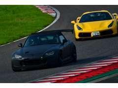 走行会、ジムカーナー、プロドライバー主催の練習会など積極的に参加しております。