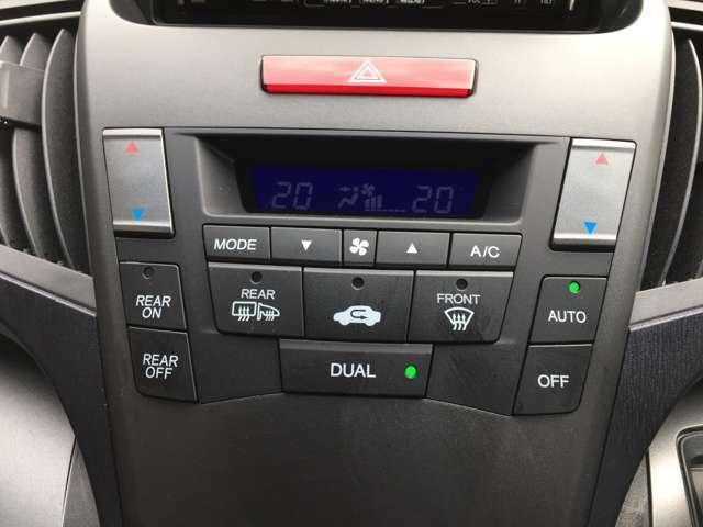 【エアコン】左右独立型エアコンなので、運転席と助手席で温度を変えることができます♪