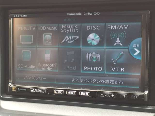 ミュージックサーバー装備タッチパネル式で操作しやすい