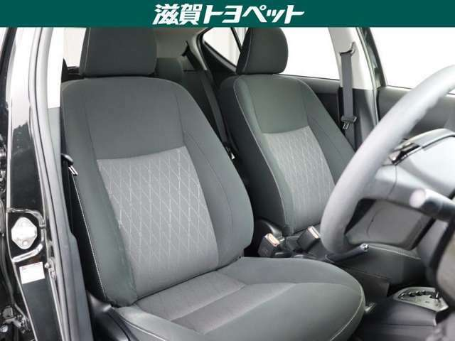運手席も助手席もリラックスしてゆったりと座っていただけます。