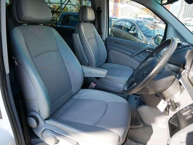 運転席、助手席ともにキレイな状態が保たれています。