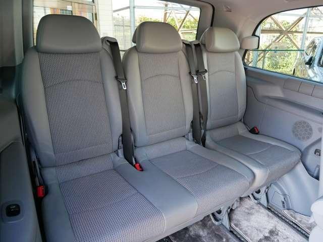 後部座席も汚れ、シミ、ございません。気になるニオイも無く快適な空間です。