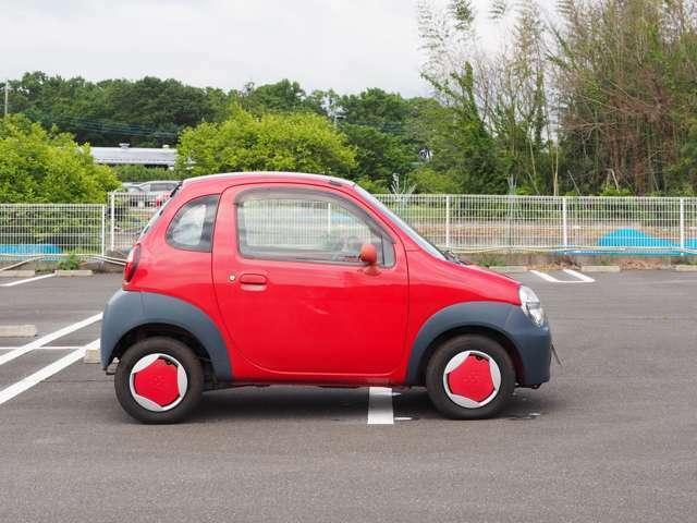 横からご覧いただくと短い車だとよくわかります。バックして駐車するのが楽しかったです。くるくる回る感じです。