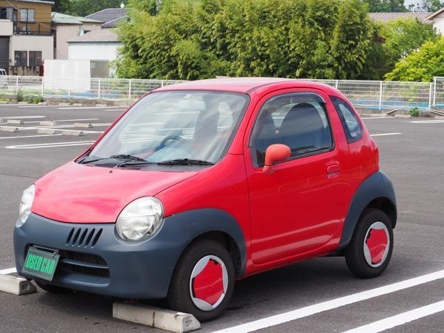 スズキ・トゥインです。平成15年車で古い車両ですが痛みの少ない車両です。赤のボディ塗装もきれいです。お問い合わせは担当川村まで遠慮なくお電話ください。090-6153-6142