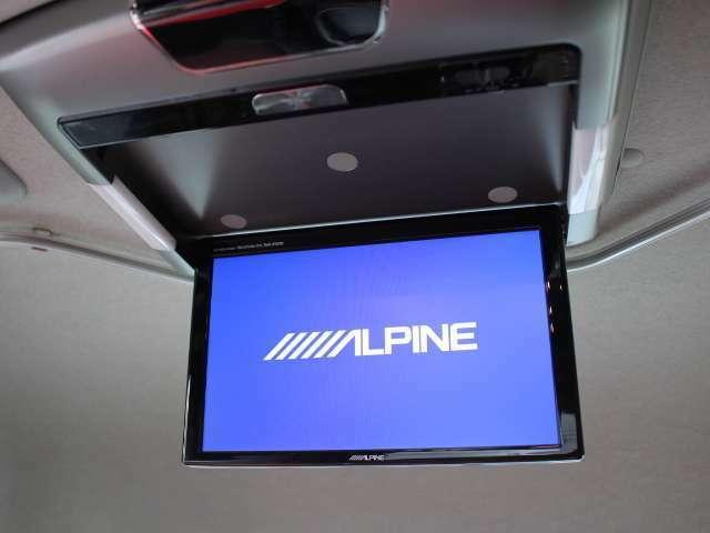 アルパインフリップダウンモニター装備!後部席でも視聴可能です♪