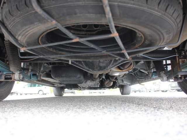 下廻りの状態です!4WDで悪路走行も安心です♪