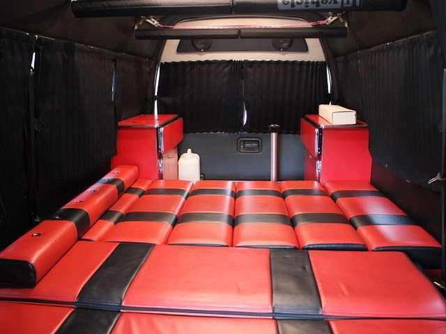 バスコン、キャブコン、バンコン、軽キャンパー、トレーラーなど新車、中古車を数多く展示しております♪