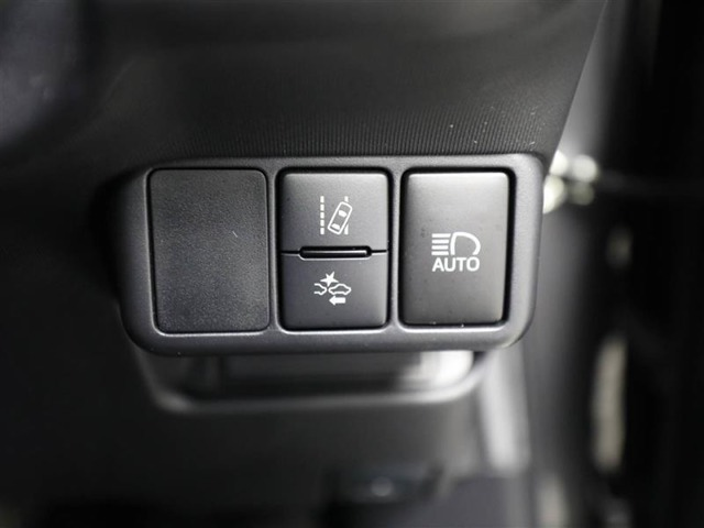 衝突回避支援システム等の安全装置を装備しています!安全機能の詳細は販売店スタッフまでおたずねください。機能を過信せず、必ずご自身で安全運転を行ってください。